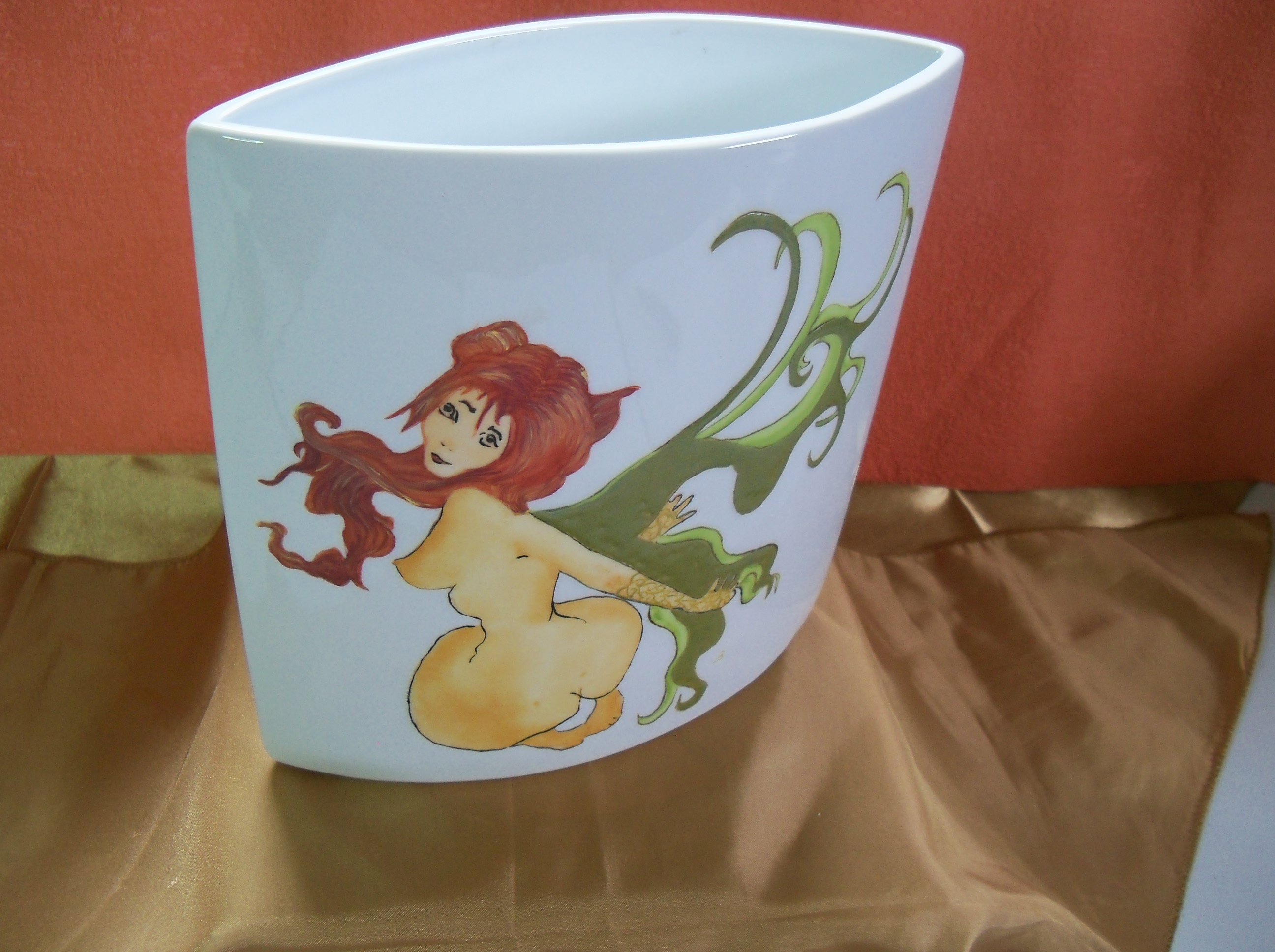 Petite Sirène avec incrustation sur un vase en porcelaine 200 x 200
