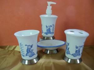 """Set de salle de bain. Décor bleu """"Chinoiseries"""" 4 piéces"""