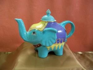Théière éléphant turquoise et dorée à l'or fin . 230 x 160