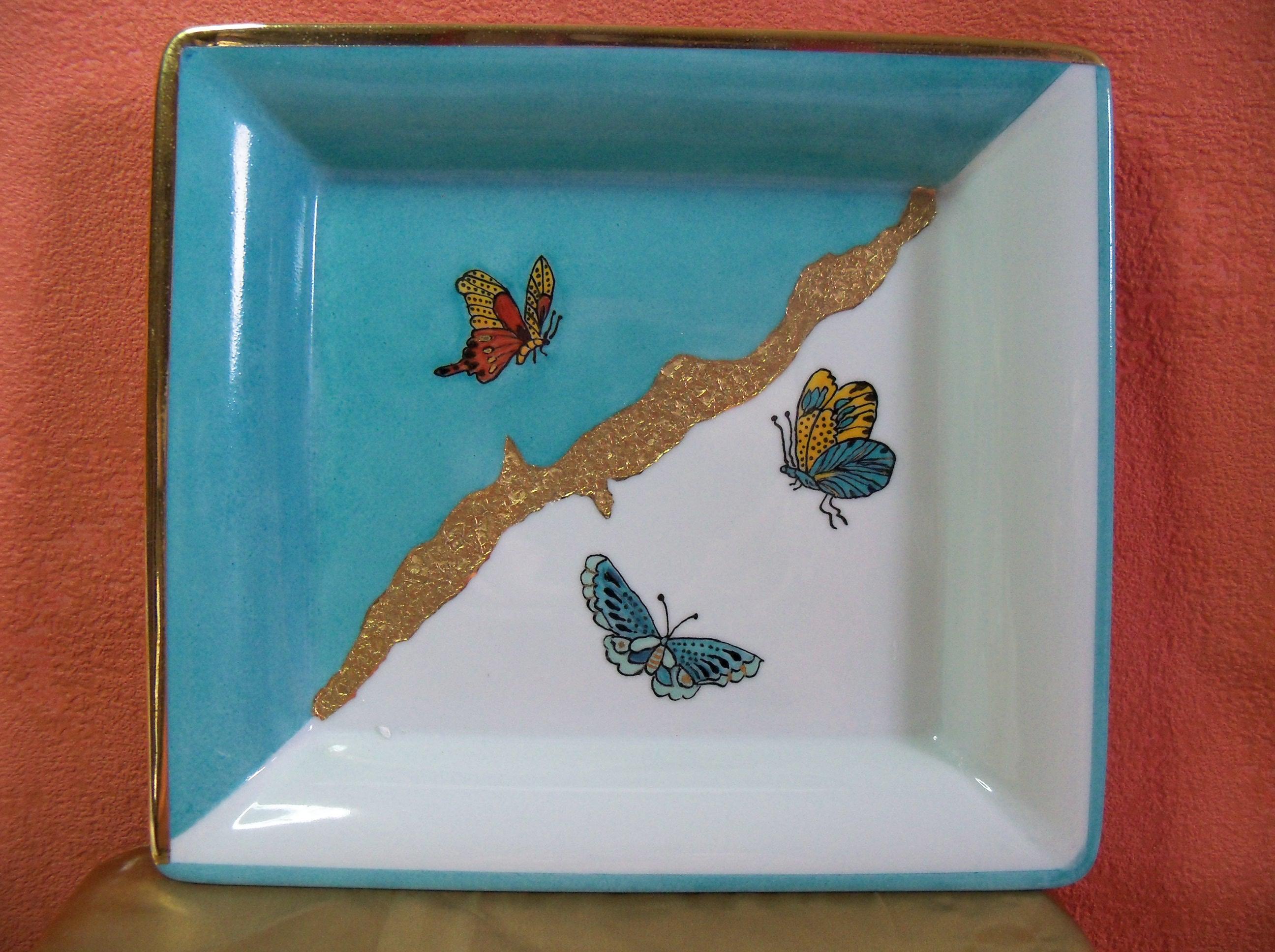 Vide poche en porcelaine décor 3 papillons et incrustré d'or fin 240 x 240