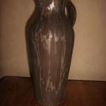 Carafe à Whisky.Faïence noire mate avec décors émaux. 28.5 de hauteur sur 12.5 de diamètre