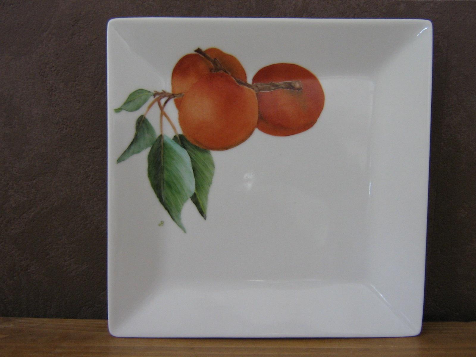 Assiette en porcelaine avec motifs abricots peinte entièrement à la main - très beau travail