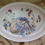 Petit plat ovale. Décor Oiseau bleu sur fond crème. 245 x 170